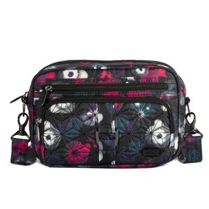Lug Carousel (1st edition) in black floral.